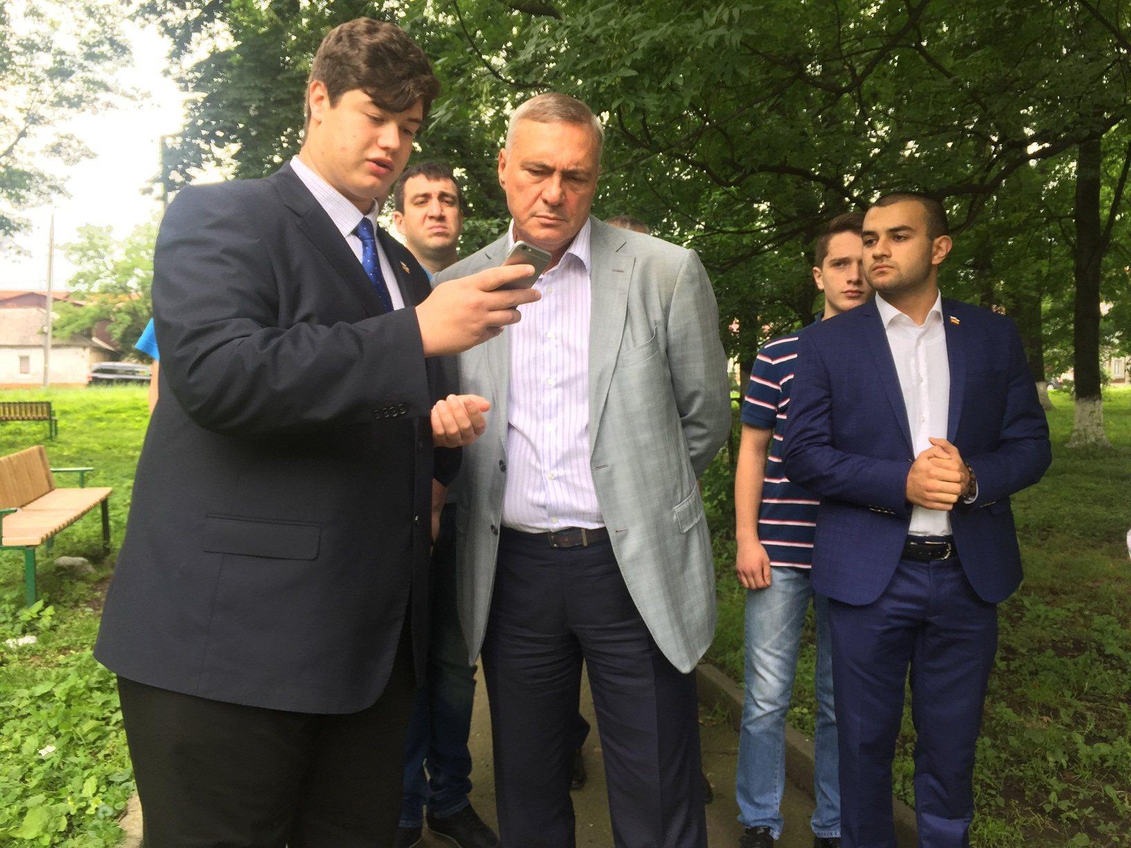 Глава администрации Владикавказа встретился с группой молодежи